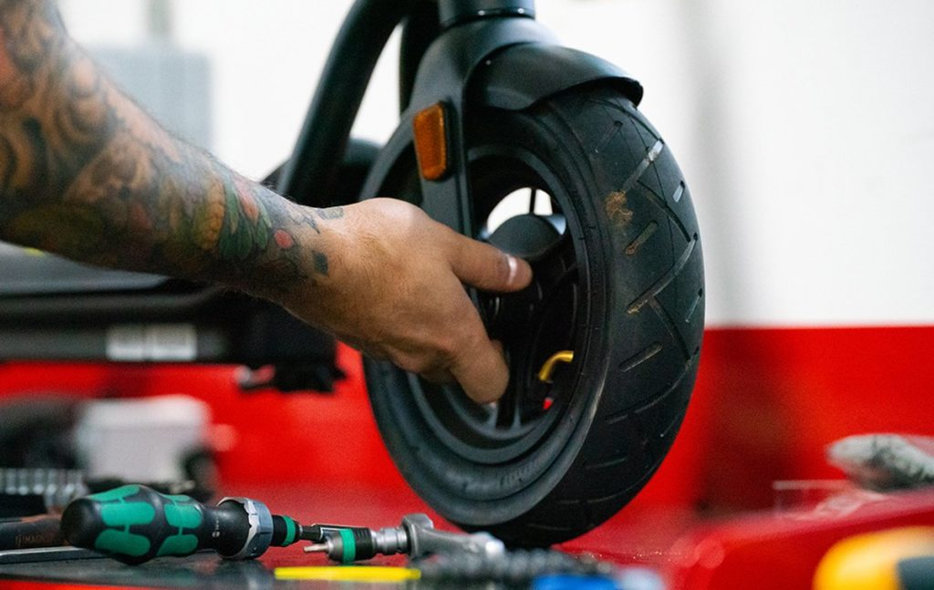 VIDEO: How to fix a puncture on a Pure Air electric scooter